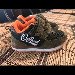 Toddler boy Oshkosh sneakers size 5